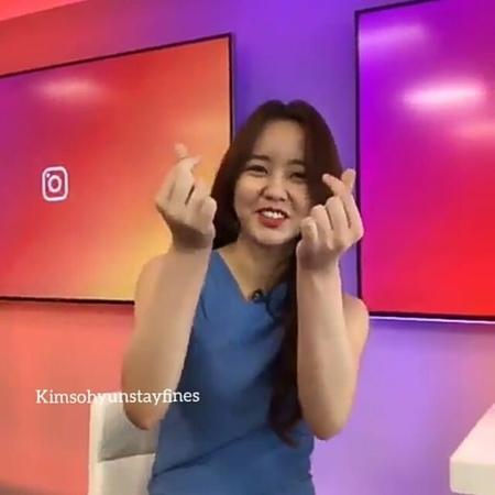 """김소현 ❥ on Instagram: """"나도 사랑해요 언니💕 @wow_kimsohyun . ~ Thanks to video @kompastv and @timmarbun 😙💙"""""""