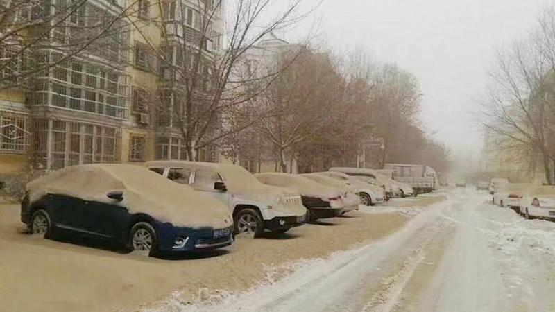 Yellow snow Dust crashes snowfall in Urumqi