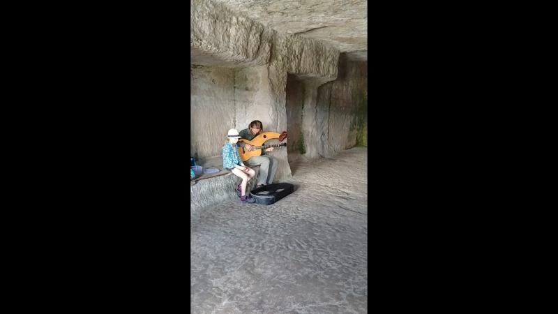 Музыка в акустической пещере. Parthen i Romania