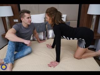 Horny housewife viana doing her toyboy