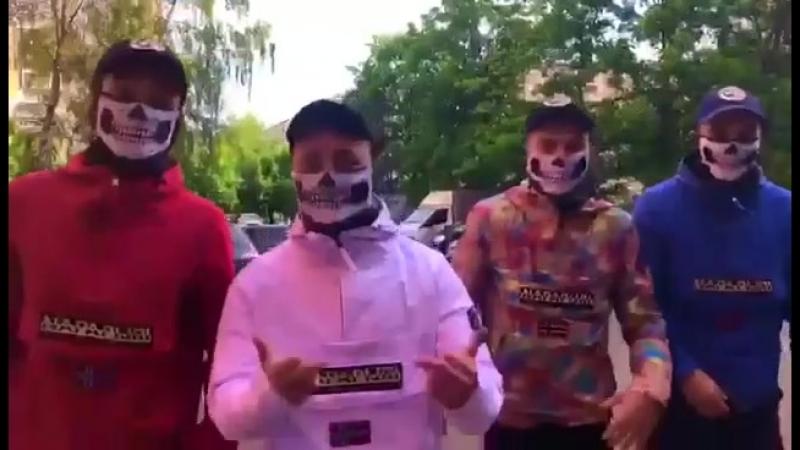 Анораки, маски и кепки в наличии.
