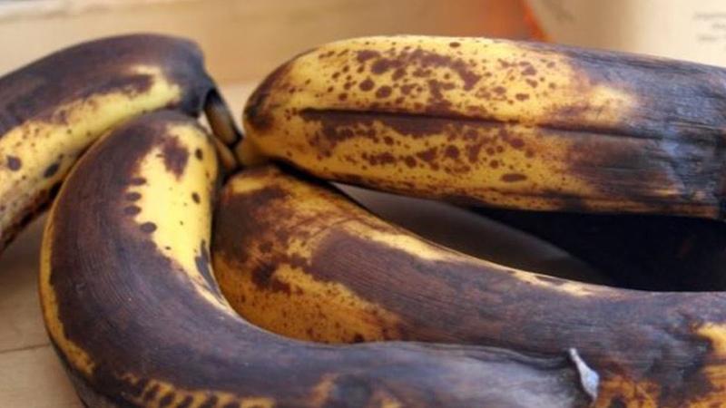 Schau was mit deinem Körper passiert wenn du reife braune Bananen isst