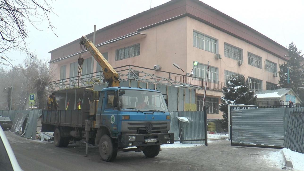 Стеклянные фронт-офисы полиции начали строить в Алматы  ____