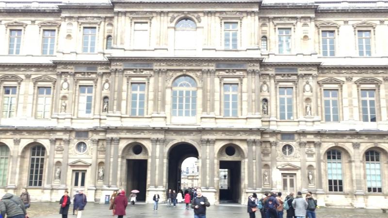 Внутренний дворик Лувра