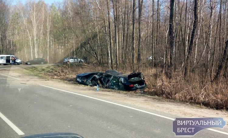 По дороге на Домачево два автомобиля оказались в кювете, один из них с дипномерами