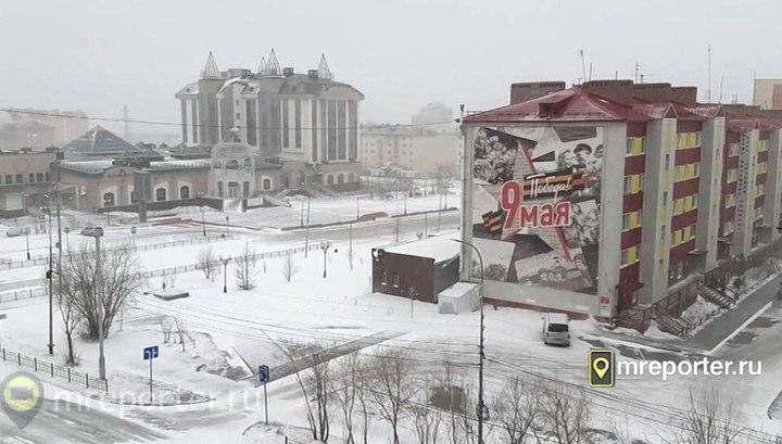 Вести.Ru: Перезимовали зиму, перезимуем и лето: российские регионы замело снегом