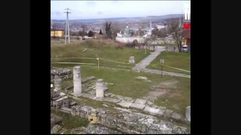 Античность не пережила российских оккупантов в Керчи рухнули колонны на руинах Пантикапея