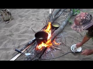 Жарка рыбы на реке без заморочек.! Соль , масло , рыба.! И не взрывайте мозг кулинарными извращениями !!!