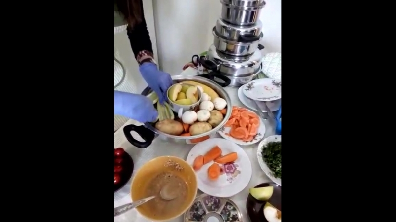 Кулинарное шоу Как приготовить несколько блюд,в одной кастрюле!