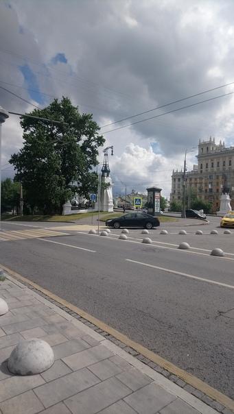 Красивые фонари над путепроводом возле Белорусского вокзала  1 июня 2018