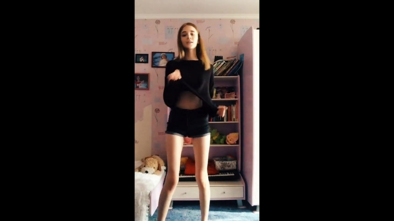 Стройная школьница танцует. Kawai. tik tok, lolita, loli, hentai. teen, tiny, малолетка skinny. webcam, periscope, перископ