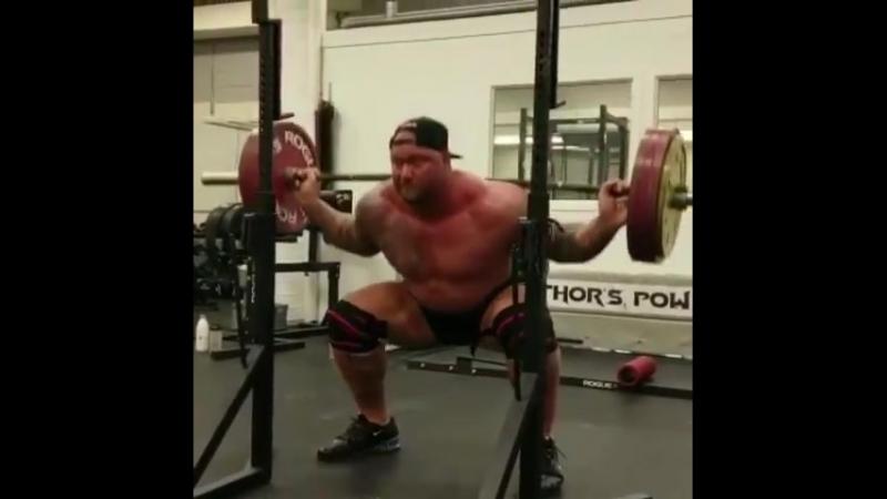 Хаффтор Бьорнссон - присед 200 кг на 29