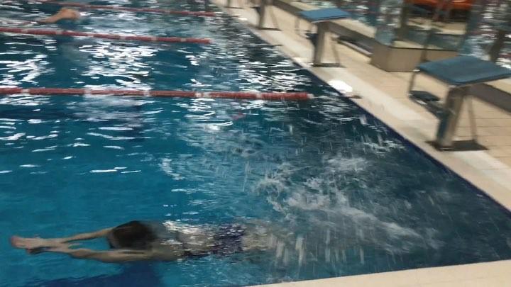 """Утренняя тренировка по плаванию просто супер . Кто любит плавать swimmingpool swimming sportlife плава..."