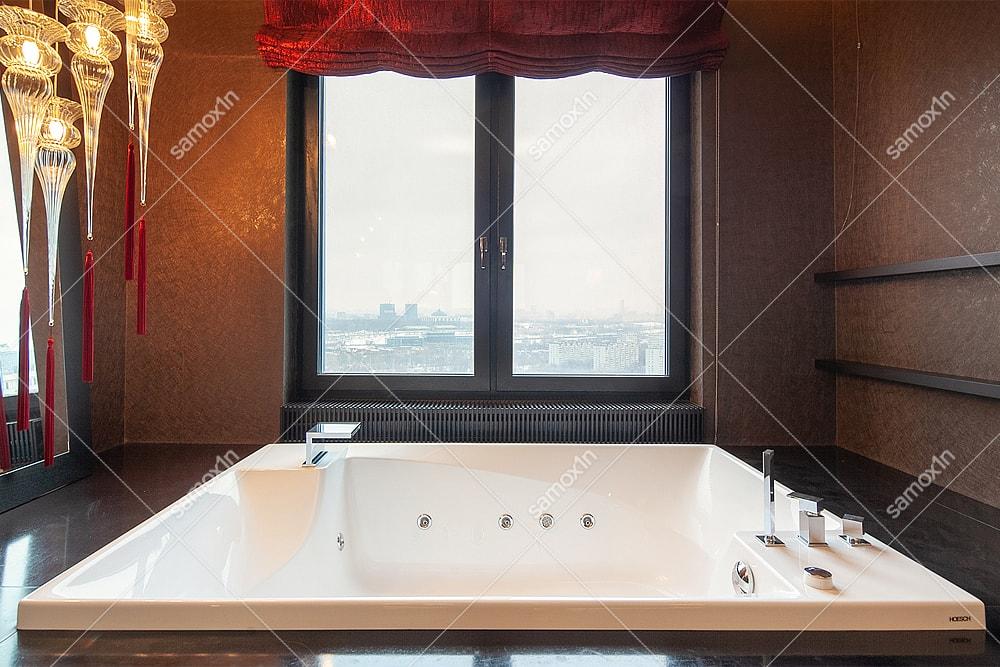 ванная рядом с окном