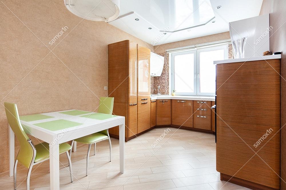 кухня рядом с окном