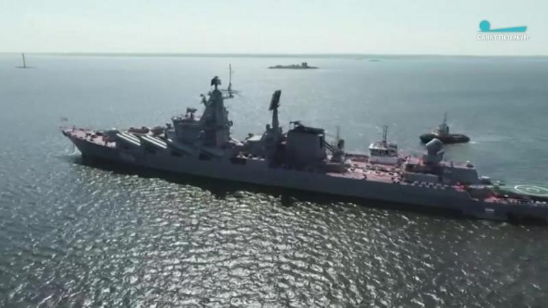 В Кронштадт прибыли подлодка Орел и крейсер Маршал Устинов