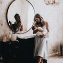 Малыш, обнимая маму, сказал: Мамочка,от тебя так вкусно пахнет .