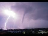 «Апокалипсис, прячемся!» — в Крыму сняли на видео два сильнейших смерча