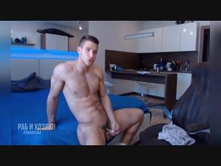 Порно красивый парень дрочит