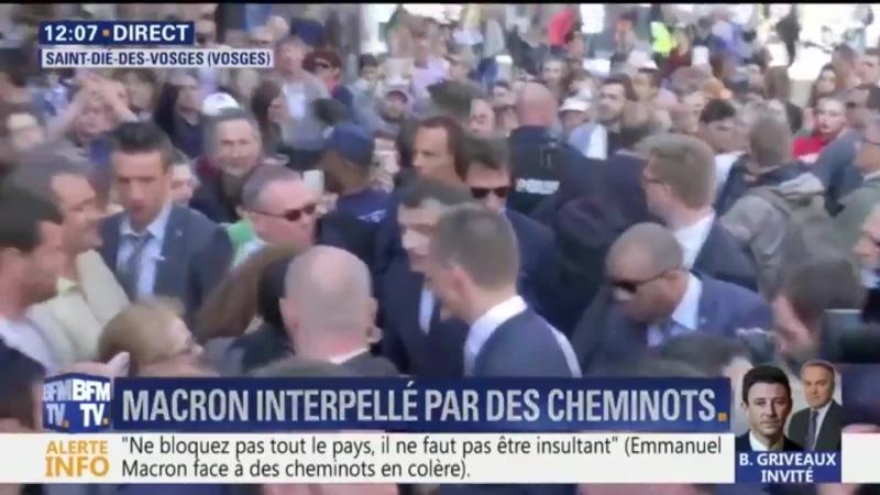 Emmanuel Macron hué et chahuté lors de son déplacement à Saint-Dié dans les Vosges