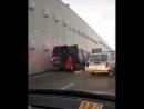В Сочи в Хостинском районе, перед выездом на улице Курортный проспект легковой автомобиль не справился с управлением и въехал в