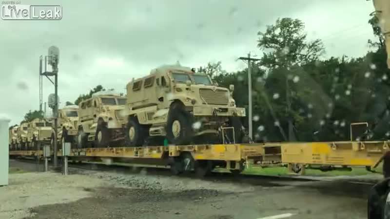 ¿Tren cargado de vehículos militares para una intervención en Venezuela?