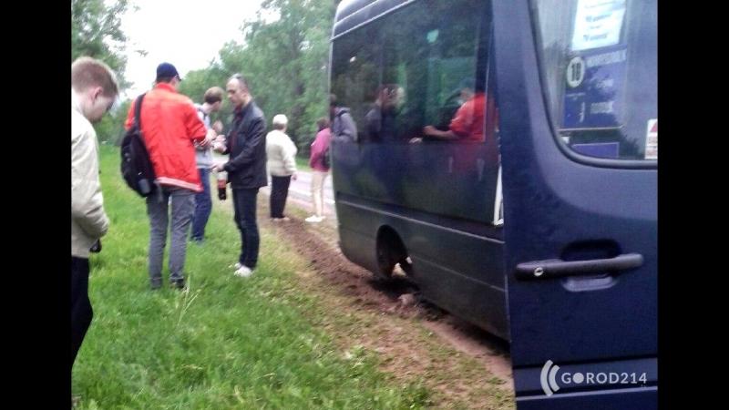Очевидцы: в Полоцком районе у маршрутки на полном ходу отлетело колесо