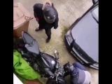 Отпугнул грабителей от мотоцикла, но не спас стёкла