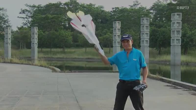 65 летний китаец мастерит авиамодели самолетов