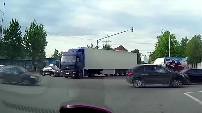 Хватает идиотов за рулём 18