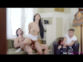 Отец наказывает малолетку дочь и насилует прямо перед братом (gina valentina, 1080p, насилие, минет)