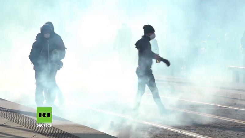 Nantes Gelbwesten-Protest versinkt im Tränengas