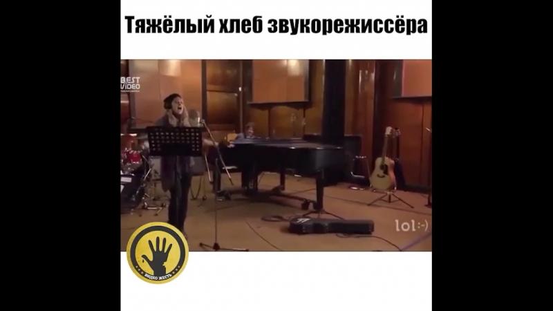 Красиво поёт