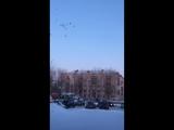 На Яграх запустили в небо белые шары в память о трагедии в Кемерово
