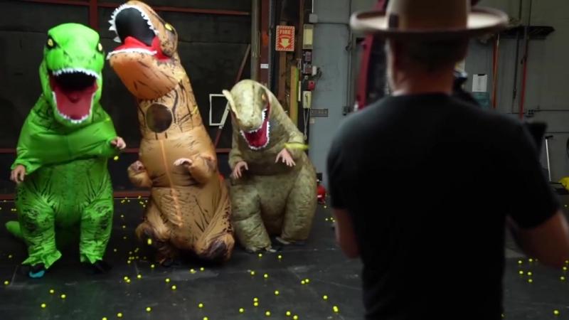 Ведущий передачи «Разрушители легенд» прокачал игрушечную пушку Nerf (хорошее настроение, высокие технологии, смерть динозаврам)