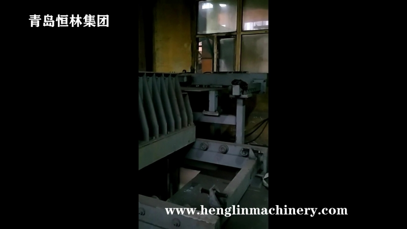 Double station hydraulic driven high pressure sand molding machine for axle