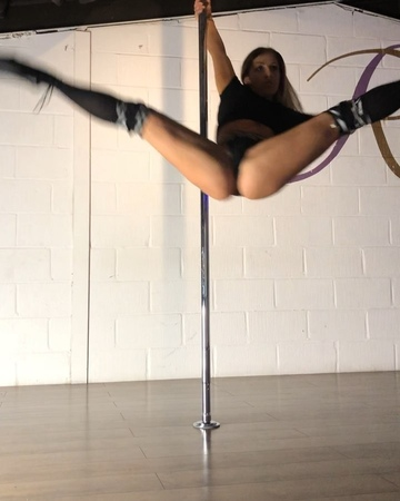 """Jade Roxanne on Instagram: """"🖤✖️ ✖️🖤 - - 🖤 Exotic Pole Dance 🖤 - - Awesome classes last night ladies, you were all sexy af 👏🏼🖤 Almost time for our I..."""