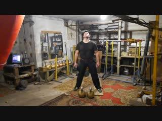 Толчок циклом гирь по 48 кг, рывок гири 72 кг.