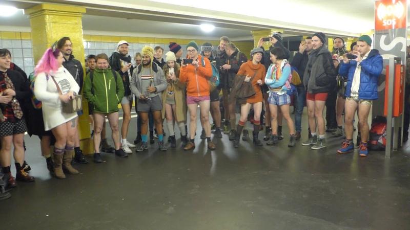 Ohne Hose U Bahn fahren No Pants Subway ride Berlin 2019