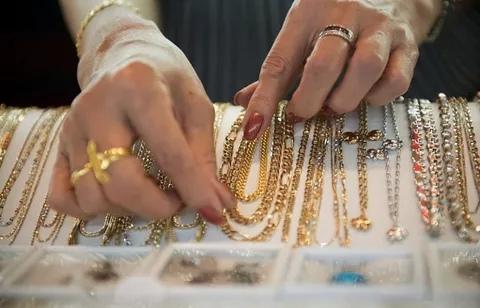 В Волгодонске ухажер стащил ювелирные украшения из квартиры новой знакомой