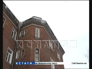 Ледовое побоище - первая жертва падающих сосулек оказалась в больнице с пробитой головой