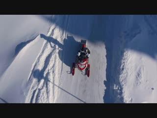 Трюкачи на снегоходах