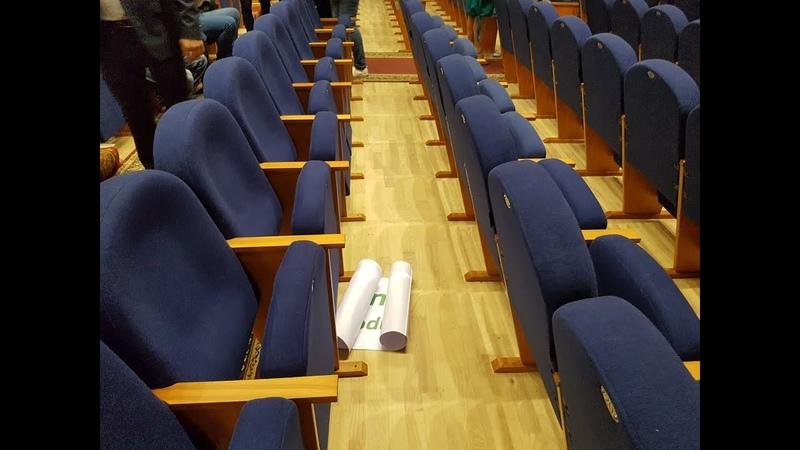 Бюджетники побросали плакаты за мусорный полигон и за губернатора в Сергиевом Посаде