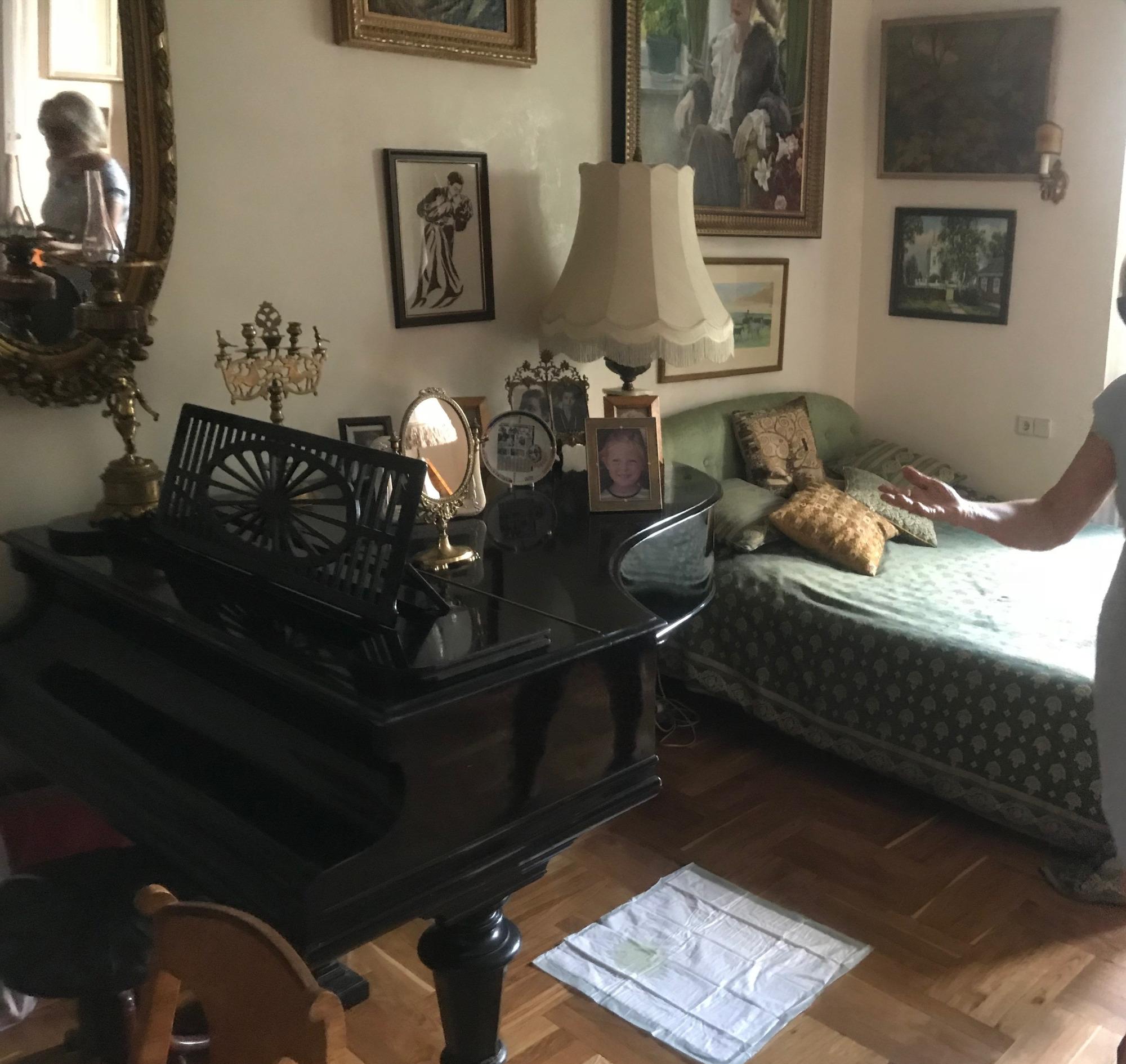 Жизнь — как рояль: клавиша белая, клавиша черная… крышка.