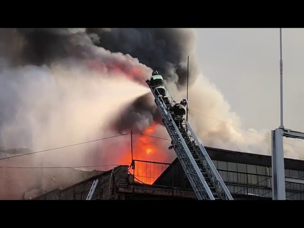 На заводе Электроцинк в ночь на воскресенье вспыхнул пожар. Один человек погиб, двое пострадали