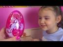 Влог Открываем Киндер Сюрпризы и Показали нашего Кота Девочка распаковывает сюрпризы и конфеты