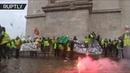 В Париже более 100 человек задержаны и 20 пострадали в ходе протестов против повышения цен на бензин
