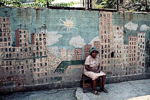 Камило Хосе Вергара — американский уличный фотограф чилийского происхождения, работающий уже свыше полувека