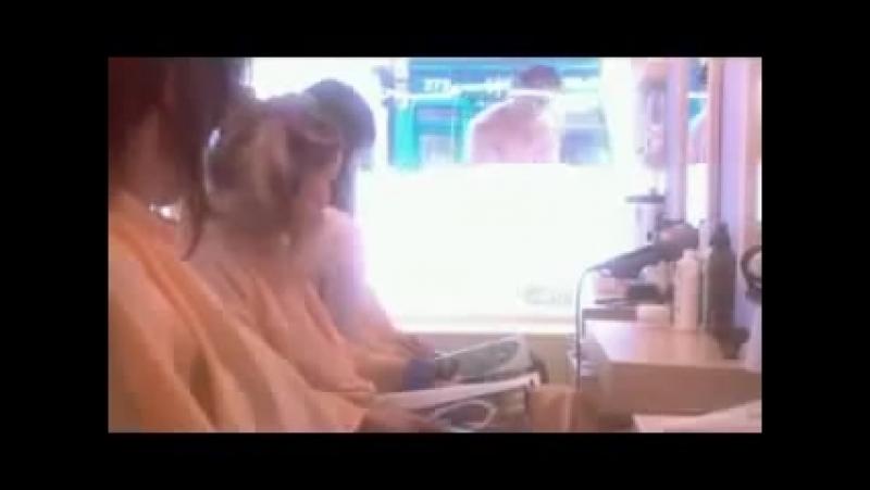 Прикол в парикмахерской накаченный мужчина моет окно