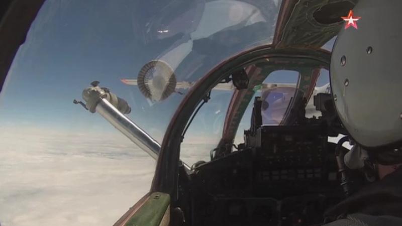 Пилоты Су-35, Су-34, Миг-31 выполнили сложнейший элемент летной подготовки – дозаправку в воздухе